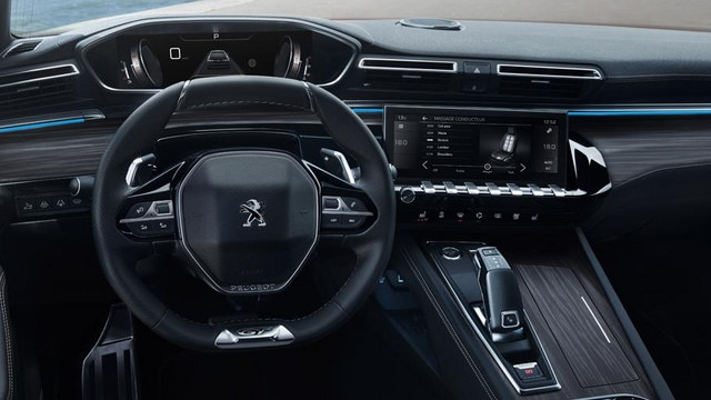 New PEUGEOT 508 saloon, PEUGEOT i-Cockpit, with head-up display and compact steering wheel