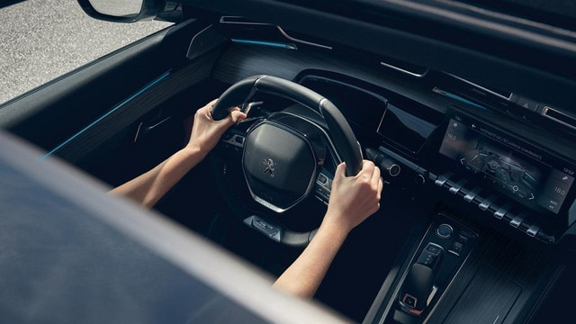 New PEUGEOT 508 GT saloon: PEUGEOT i-Cockpit®, with head-up display and compact steering wheel