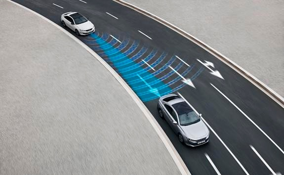 New PEUGEOT 508 saloon, semi-autonomous driving technology featuring Adaptive Cruise Control with Stop & Go function and Lane Positioning Assist