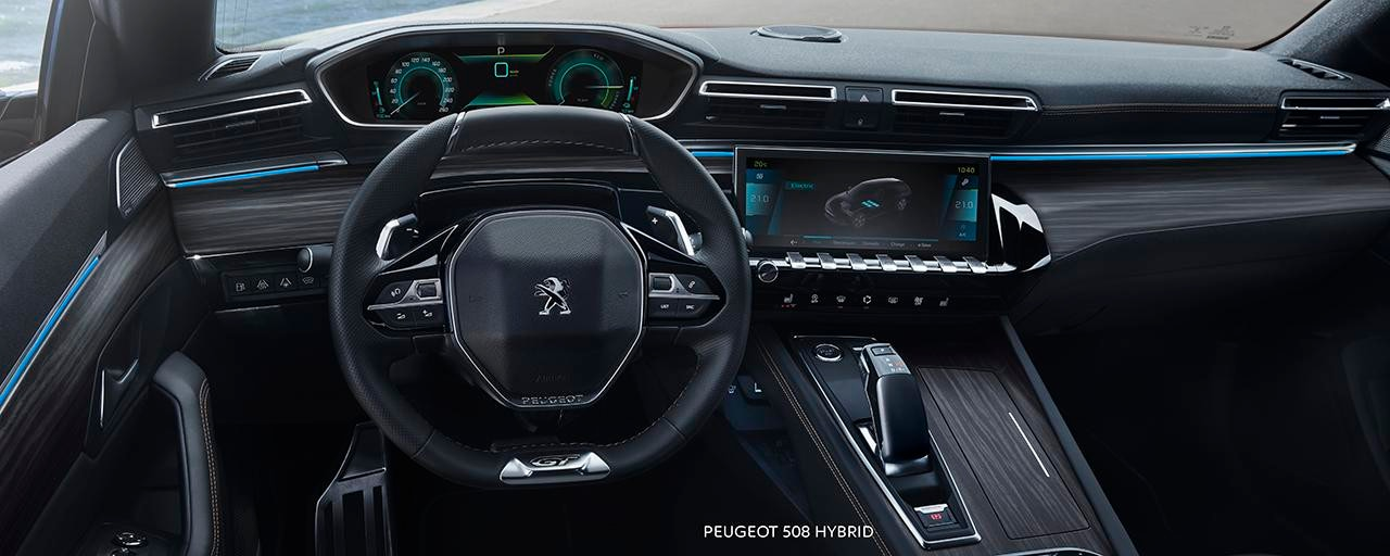 All-new PEUGEOT 508 SW HYBRID - PEUGEOT i-Cockpit with head-up display and compact steering wheel
